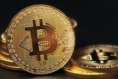 Représentation d'or de crypto bitcoin de devise Photographie stock libre de droits