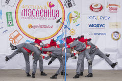 Représentation d'ensemble de danse d'enfants de Maslenitsa Photos libres de droits