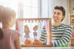 Représentation dans le théâtre de marionnette Photographie stock libre de droits