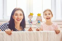 Représentation dans le théâtre de marionnette Images libres de droits