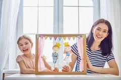 Représentation dans le théâtre de marionnette Photo stock