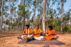 Représentation de chanson folklorique par des chanteurs de Baul Images stock