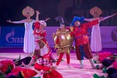 Représentation de danse avec le samovar Photos stock