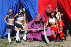 Représentation de fête de jeunes belles filles de VERTIGE cheerleading de comité de soutien d'athlètes (vertiges) Images libres de droits