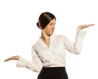 Représentation de la femme. deux mains vident pour le produit ou le texte Image libre de droits