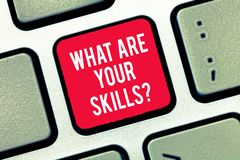 Représentation de note d'écriture ce qui sont votre Skillsquestion La présentation de photo d'affaires nous indiquent votre expér photos libres de droits