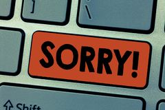 Représentation de note d'écriture désolée Photo d'affaires présentant triste se sentant affligé par la sympathie avec quelqu'un d image stock