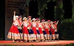 Représentation péruvienne de spectacular de groupe de danse de folklore Photos libres de droits