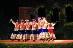 Représentation péruvienne de spectacular de groupe de danse de folklore Photo libre de droits