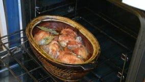 A repreensão da galinha no forno filme