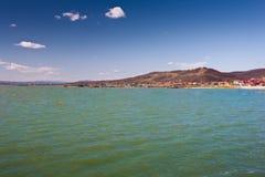Represa, barragem, lago e céu azul Imagem de Stock Royalty Free