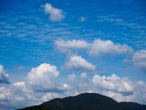 Represa da água, céu brilhante Foto de Stock