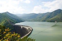 Represa da central eléctrica e da irrigação hydroelectric. imagens de stock