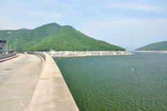 Represa de Bhumiphol em Tak, Tailândia Foto de Stock Royalty Free