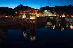 Represa de Hoover com reflexão imagens de stock