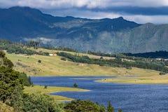 Represa de Sisga situada em Colômbia imagem de stock