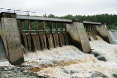 Represa de uma central eléctrica hydroelectric Fotos de Stock Royalty Free