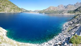 Represa do lago Tampão-de-Longo em Hautes-Pyrenees franceses Foto de Stock Royalty Free