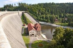 Represa e central eléctrica velhas Fotografia de Stock Royalty Free
