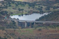Represa e estrada Imagens de Stock