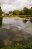 Represa em um rio pequeno Foto de Stock Royalty Free