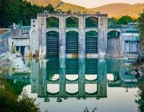 Represa no rio de Soca imagens de stock royalty free