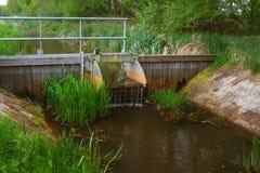 Represa pequena em um rio Foto de Stock Royalty Free