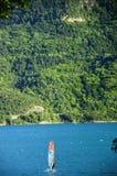 Represa Serre-Ponson Durance do rio Ao sudeste de França Hautes-Alpes Provence fotos de stock royalty free