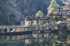 Represa velha e rústica (Rimasco, Piedmont) Foto de Stock