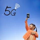 representación 3D de la comunicación 5G con el fondo agradable Fotos de archivo
