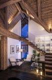 representación 3D de la sala de estar de la tarde del chalet Imagen de archivo libre de regalías