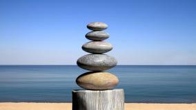 representación 3D de ZENES Stone de equilibrio en la playa Imagenes de archivo