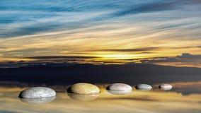 representación 3D de ZENES Stone en agua con el cielo de la puesta del sol Foto de archivo libre de regalías