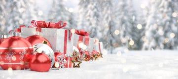 Representación roja del fondo 3D de las chucherías y de los regalos de la Navidad libre illustration