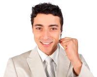 Representante sonriente del servicio de atención al cliente usando la pista Foto de archivo libre de regalías