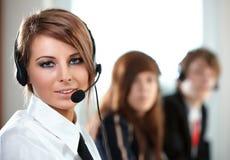 Representatieve call centrevrouw met hoofdtelefoon. stock afbeelding