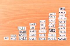 Represente graficamente o crescimento dos pedaços de papel Fotos de Stock