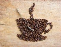 Represente una taza de café hecha de habas Foto de archivo libre de regalías