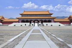 Reproducción de la ciudad Prohibida con el canto de la calzada y de la montaña, Hengdian, China Foto de archivo libre de regalías