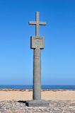 Reproducción de la cruz plantada por Diogo Cao en el casquillo Imagen de archivo