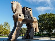 Reproducción del caballo de Troya de madera en la ciudad antigua de Troy, Turquía imagenes de archivo
