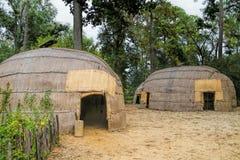 Reproducción Reed Covered Powhatan Huts Jamestown Virginia imagenes de archivo