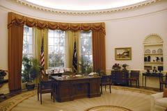 Reproduction du bureau ovale de la Maison Blanche à la bibliothèque présidentielle de Ronald W Reagan Presidential Library Image libre de droits