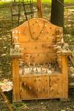 Reproduction en bois de chaise de lance de torture médiévale montrée dans Ploiesti, Roumanie au festival médiéval photos libres de droits