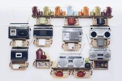 Reproductor de casete portátil anticuado retro de la radio estéreo del fondo blanco delantero 80s Imágenes de archivo libres de regalías