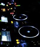 Reprodutor de CDs e misturador do DJ fotografia de stock
