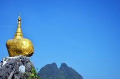 Reproduzca la pagoda de Kyaiktiyo en Tai Ta Ya Monastery Imágenes de archivo libres de regalías