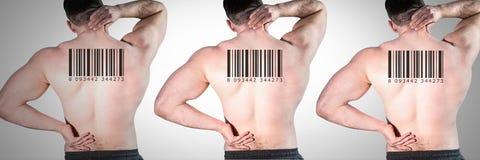 Reproduzca a los hombres en fila con los códigos de barras en las partes posteriores Imagen de archivo libre de regalías