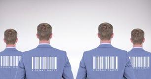 Reproduzca a los hombres en grupo con los códigos de barras en las partes posteriores Imagen de archivo libre de regalías
