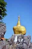 Reproduzieren Sie Kyaiktiyo-Pagode bei Tai Ta Ya Monastery Stockfotografie